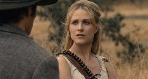 Dolores y Teddy en el 2x05 de Westworld