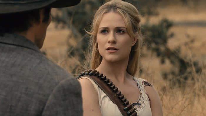Teddy y Dolores en el 2x09 de Westworld