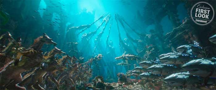 2 brutales imágenes de Aquaman con tiburones y Atlantis