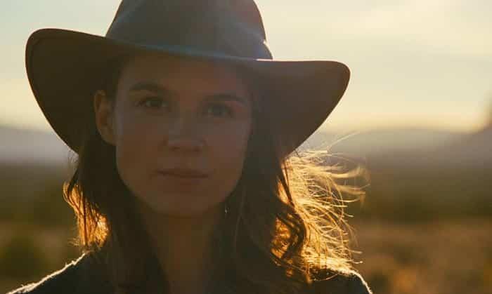 Emily en el 2x09 de Westworld