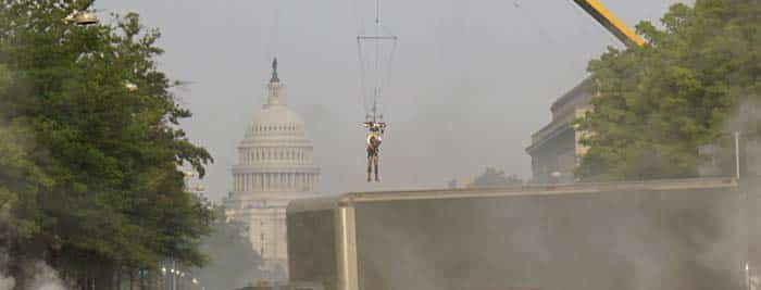 Gal Gadot volando en Wonder Woman 1984