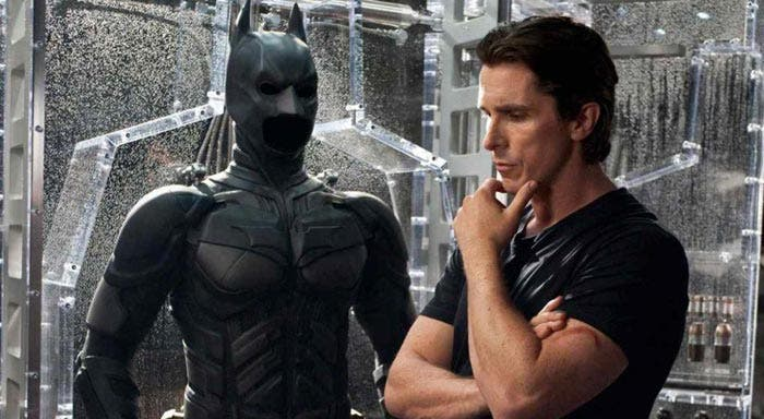 Christian Bale (Batman Begins) ha declarado que se muere por ver JOKER y revela si Robert Pattinson le ha contactado para pedirle consejo