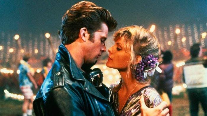fotograma grease 2 con Maxwell Caulfield y Michelle Pfeiffer