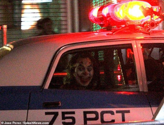 Joaquin Phoenix encerrado en Joker (2019)