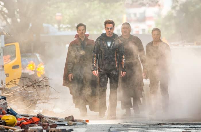Doctor Strange, junto a Iron man, Cho, y Bruce Banner