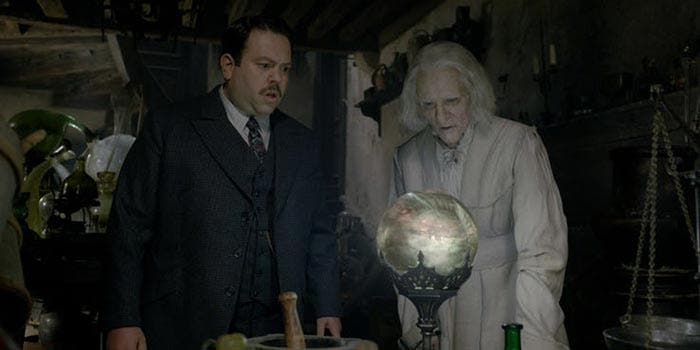 Nicolas Flamel en Animales Fantásticos: Los Crímenes de Grindelwald