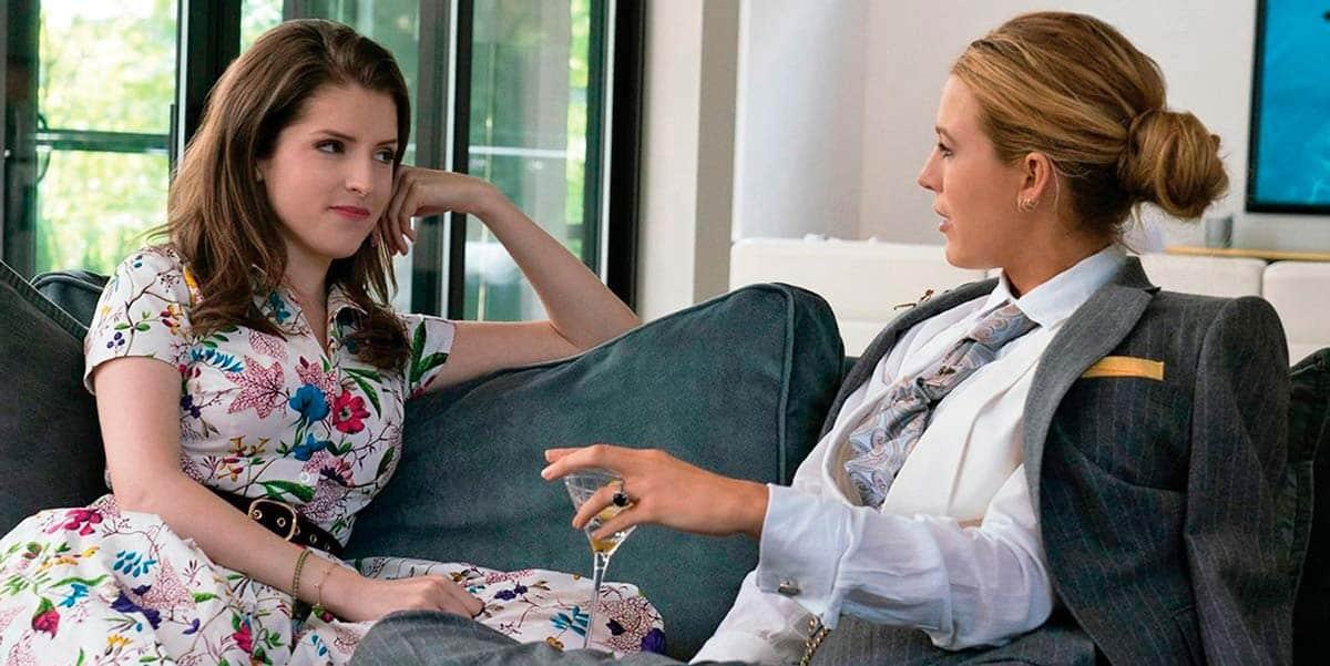 Anna Kendrick y Blake Lively en una fotograma de la película