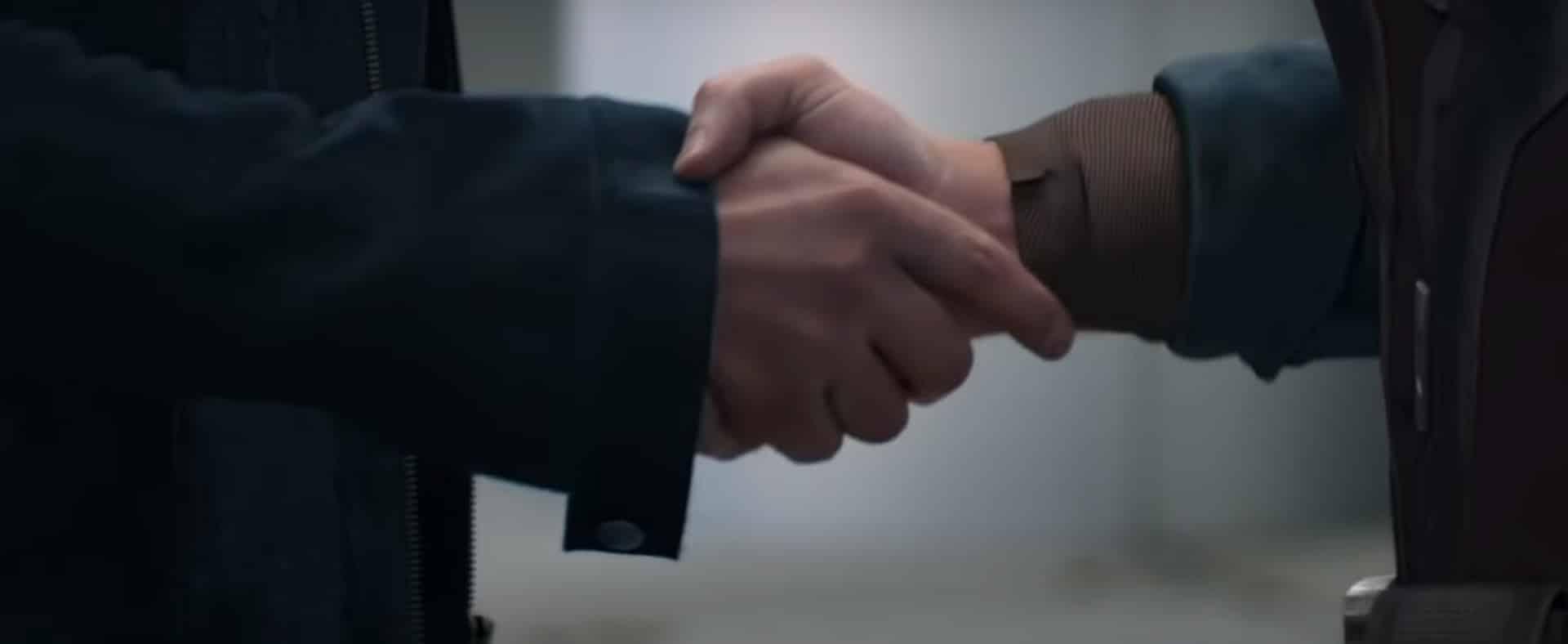apretón de manos Tony y Steve Rogers