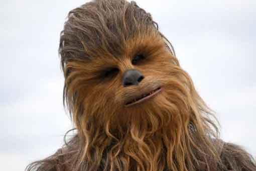 Star Wars demuestra que Chewbacca es muy mal espía