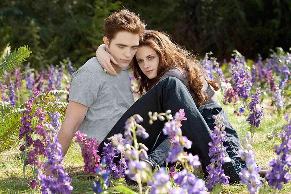 Robert Pattinson explica por qué Crepúsculo es una historia extraña