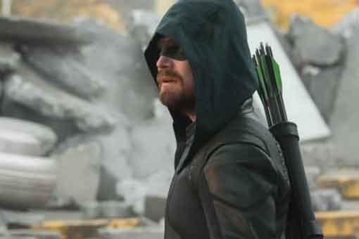 Revelan la identidad del nuevo Arrow en el épico crossover