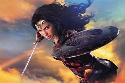 Motivo por el que Wonder Woman no tiene su espada y escudo en 1984
