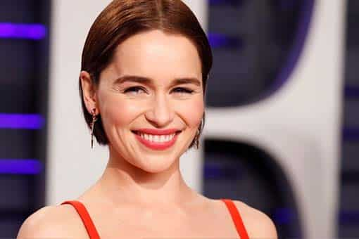 Emilia Clarke le ofrece una cena virtual a sus fanáticos