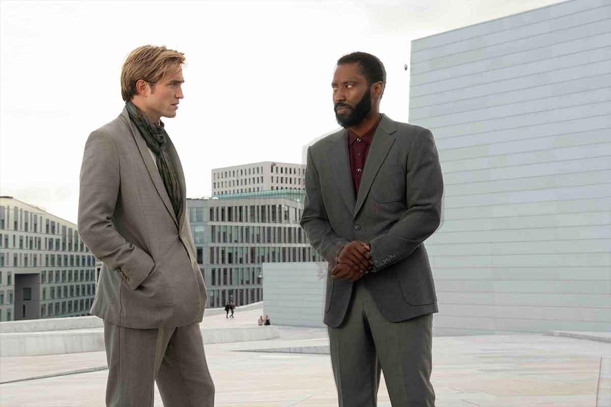 Christopher Nolan quiere convertirse en el salvador del mundo del cine
