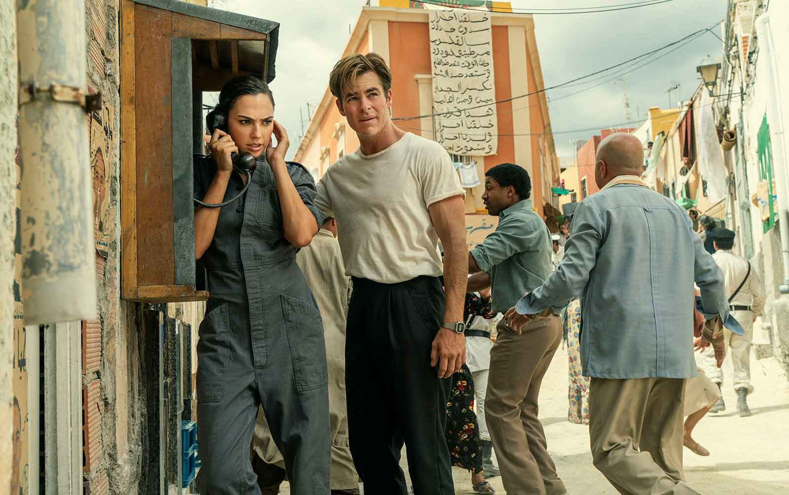 Gal Gadot y Chris Pine en un fotogram ade wonder woman 1984