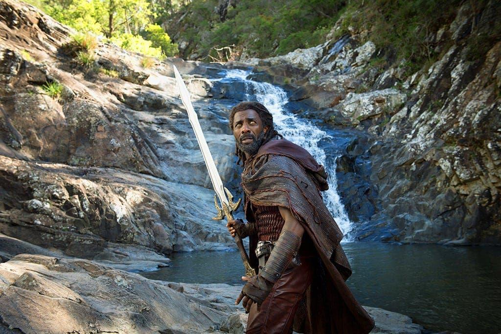 Heimdall en Cedar Creek Falls Thor Ragnarok del Universo cinematográfico de Marvel