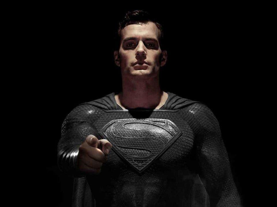 Revelan un video de Superman con el traje negro en Liga de la Justicia
