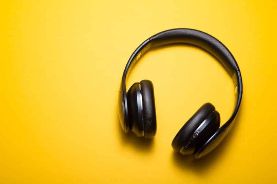 Ventajas de ver tus series y películas favoritas usando auriculares inalámbricos