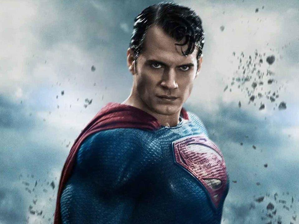 Henry Cavill firma para 3 nuevas películas como Superman