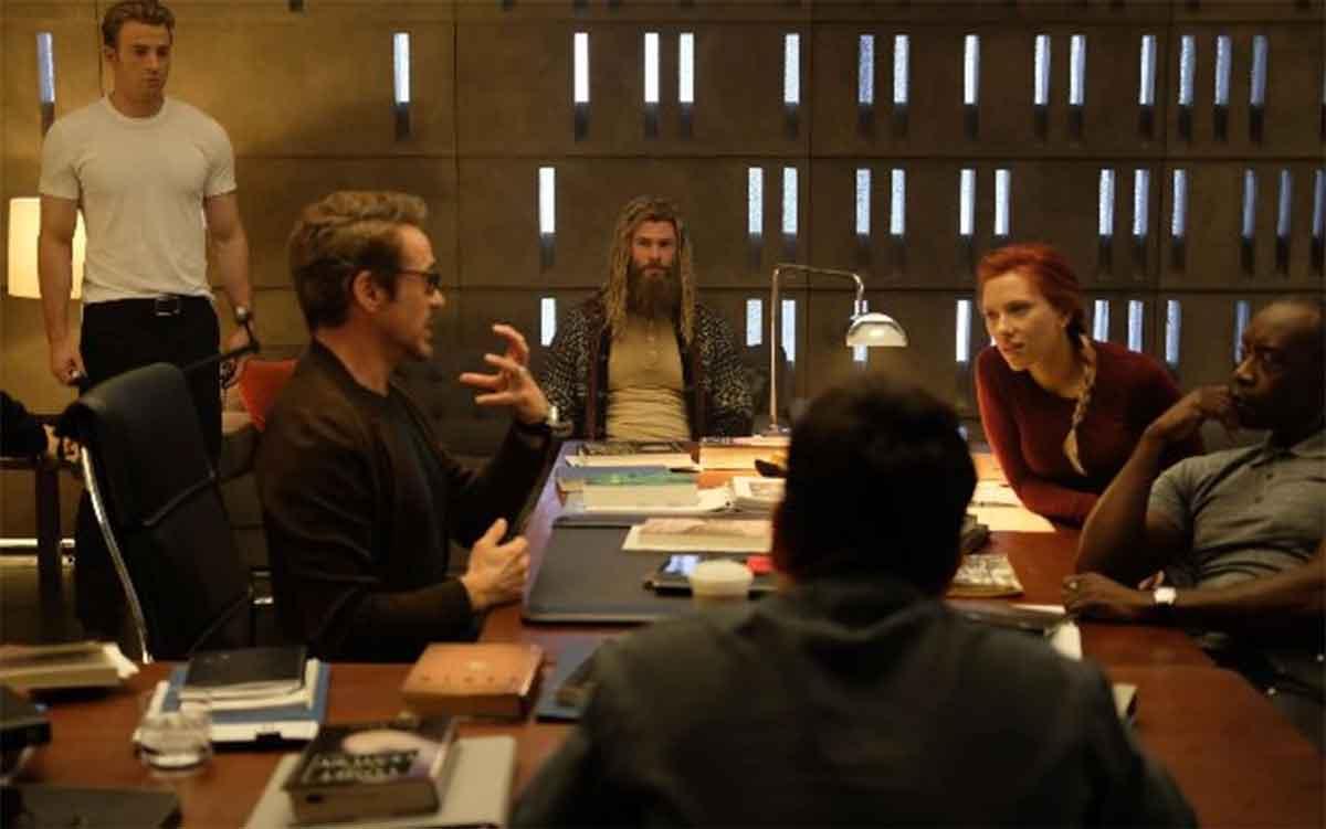 Nuevas imágenes de los héroes de Vengadores: Endgame comiendo
