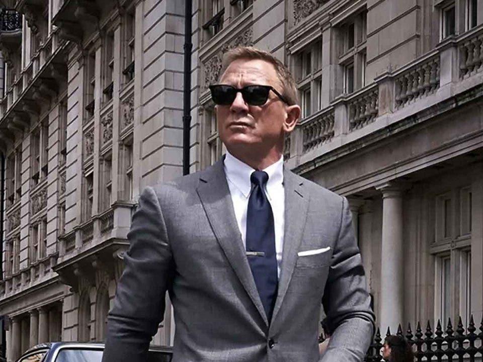 James Bond soluciona el problema con los personajes femeninos
