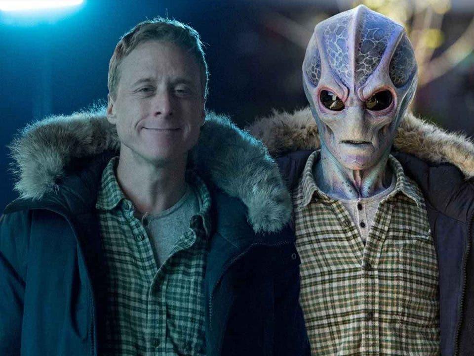 Los primeros 7 minutos de la serie Resident Alien de SYFY