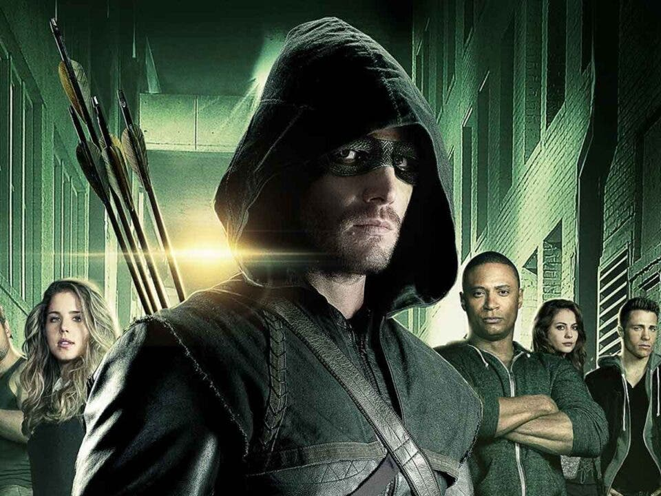 Stephen Amell revela por qué quiso regresar como Arrow