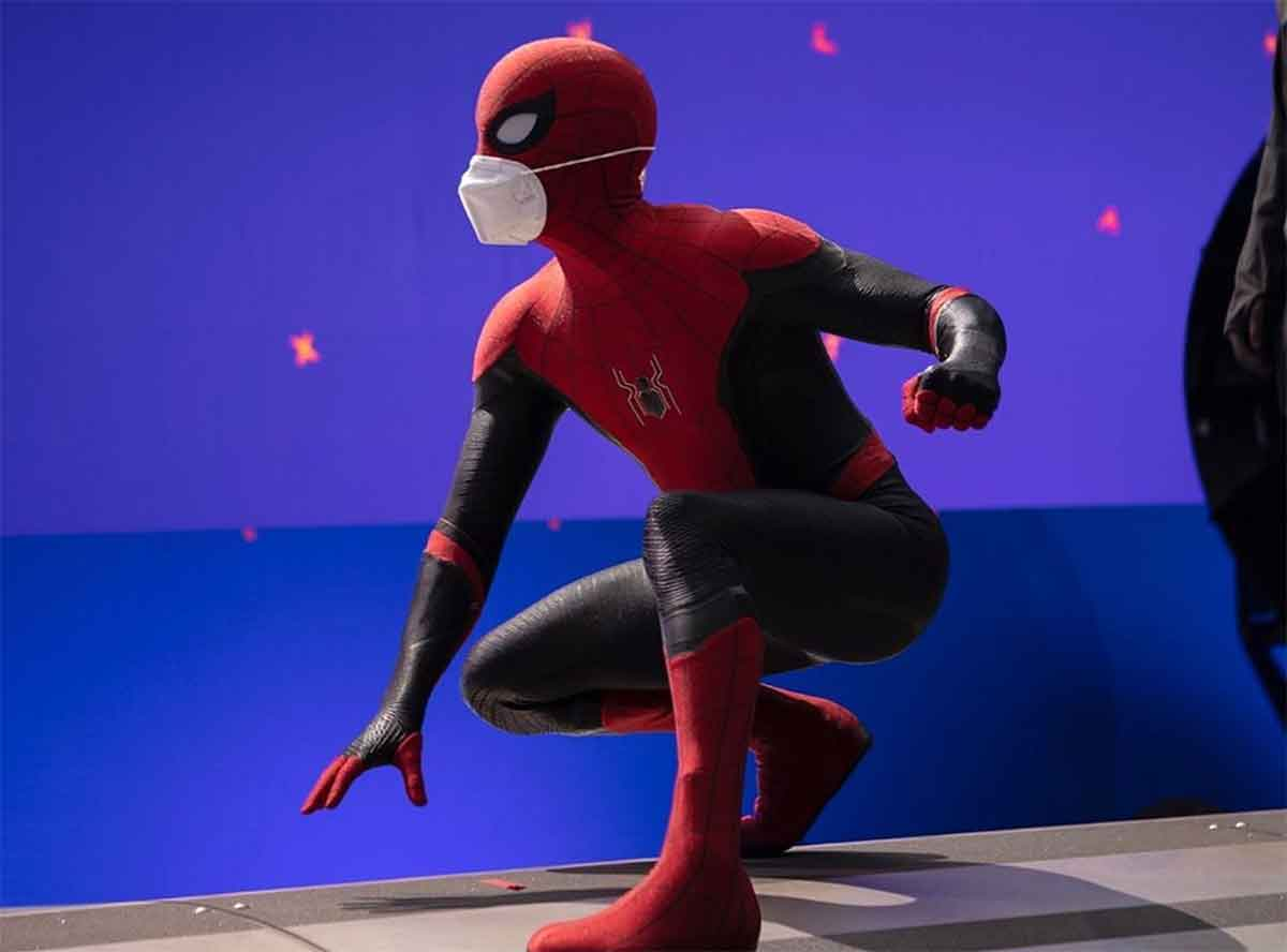 Tom Holland comparte una imagen de Spider-Man 3 con mascarilla