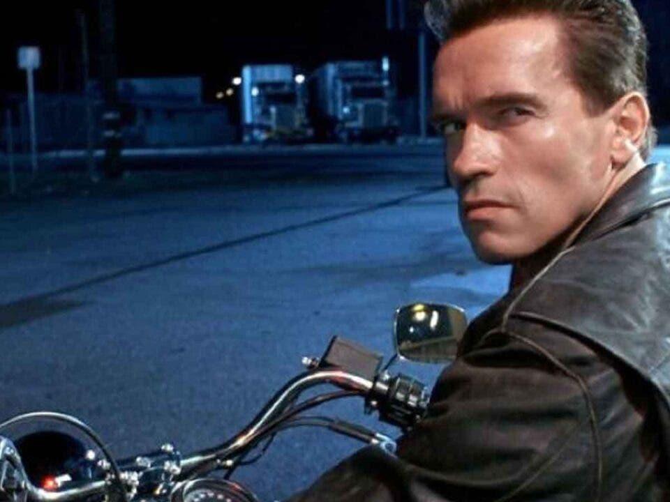 Arnold Schwarzenegger usa una mítica frase de Terminator después de vacunarse