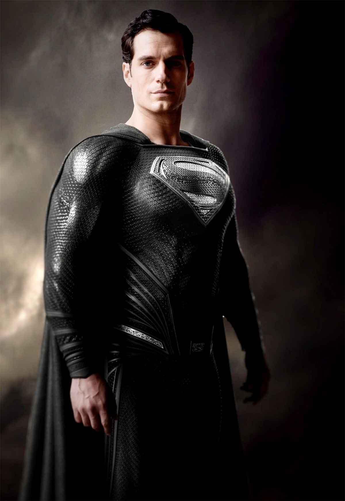 Zack Snyder explica la importancia del traje negro de Superman