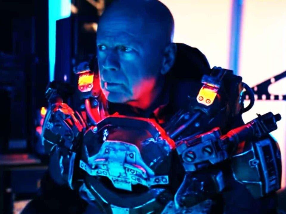 Bruce Willis regresa al espacio en el tráiler de Cosmic Sin (2021)