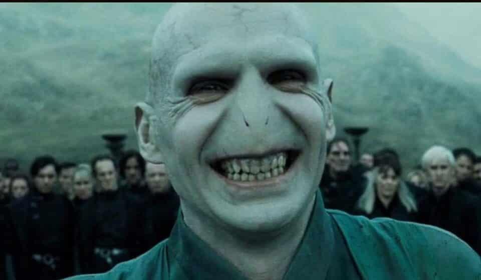 Harry Potter: Ralph Fiennes defiende a J.K. Rowling ante las críticas