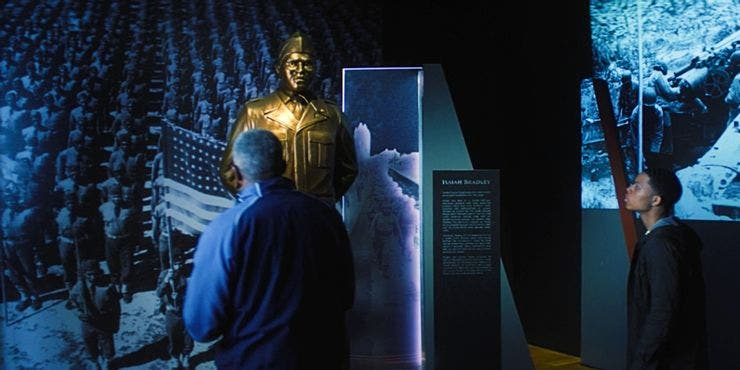 Estatua dedicada a Isaiah Bradley