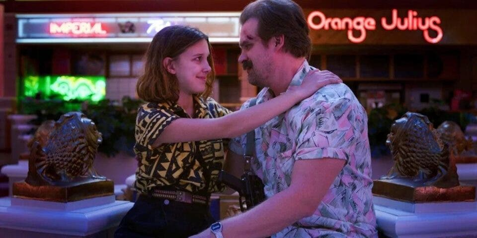 Stranger Things: David Harbour detenido por Millie Bobby