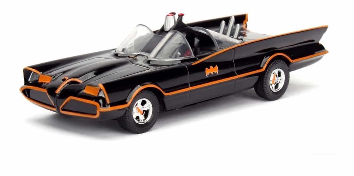 Poco a poco se van revelando más detalles de The Batman. Ahora fue el turno del Batimóvil, cuyo diseño fue filtrado por un artículo promocional.
