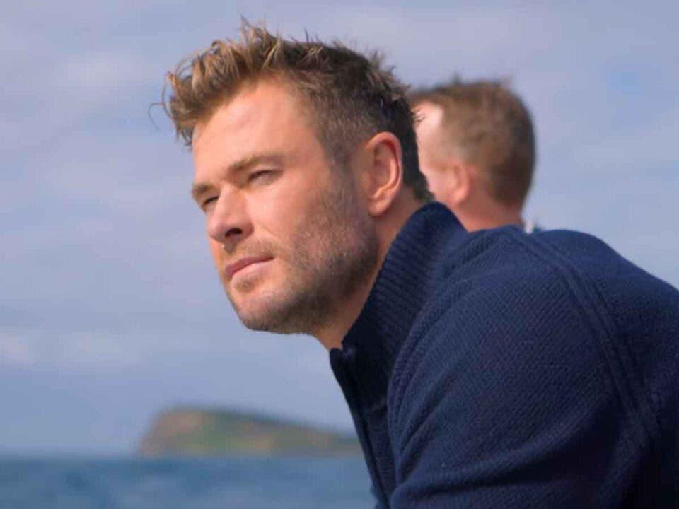 Chris Hemsworth nadando con tiburones en National Geographic