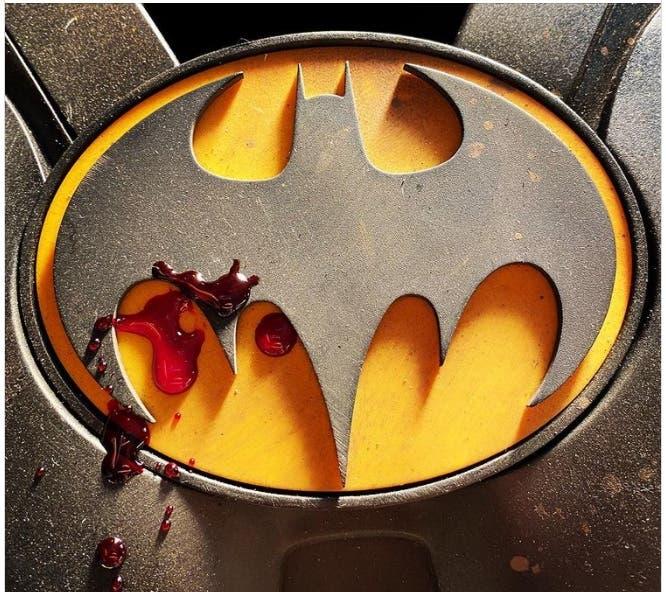 Nueva imagen del set de The Flash muestra al Batman de Keaton sangrar