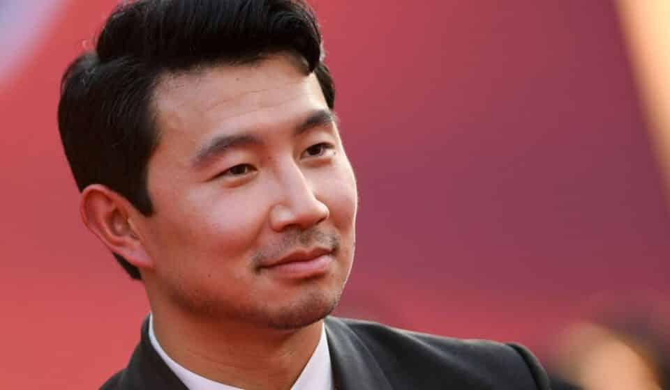 """Shang-Chi: El pasado de Simu Liu como modelo de imágenes de """"stock"""""""